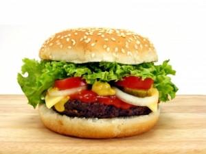 Hovězí hamburger s medovo-hořčičným dipem