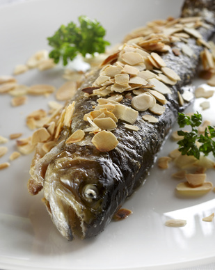 Fried trout with roasted almonds