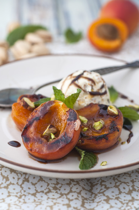Grilled apricots with ice cream