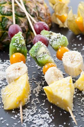 Špízy z grilovaného ovoce s kokosem - dezert