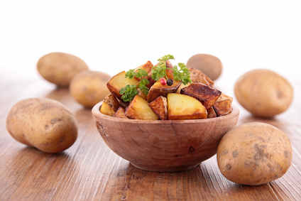 Salát z grilovaných brambor a sušených rajčat