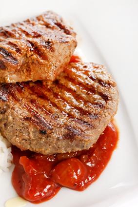 Vepřový steak s marinádou z rajčat