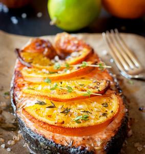 Filet z lososa v alobalu s pomerančem