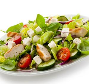 Salát z grilované zeleniny se sýrem feta