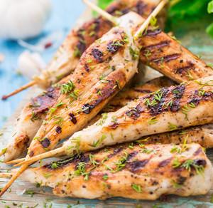 Selský salát s grilovaným kuřecím prsem