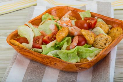 Salát césar s grilovanými krevetkami