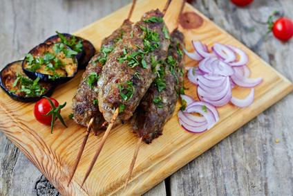 Mletý krůtí kebab s tymiánem na špejli