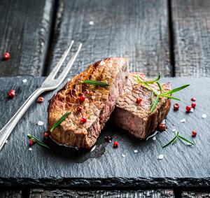 Steak z vysokého roštěnce s ořechovou omáčkou