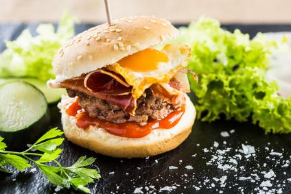 Hovězí burger po vzoru anglické snídaně