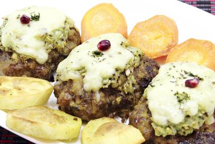 Hovězí mleté biftečky s kapustovým pyré a nivou