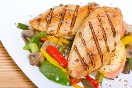 Kuřecí prsa na teplém salátu