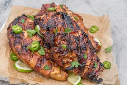 Grilovaná kuřecí prsíčka zabalená ve slanině