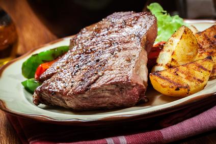 Grilovaná zelenina s hovězím steakem