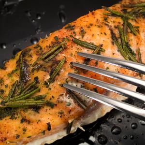 Grilovaný losos s citrónem a koprem
