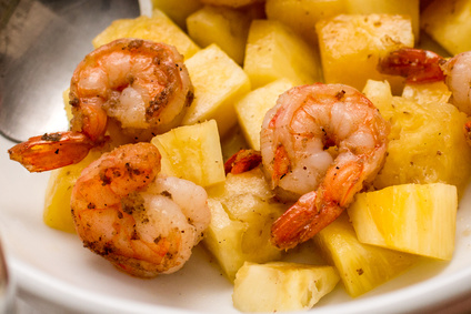 Smažené krevety s ananasem a kořením
