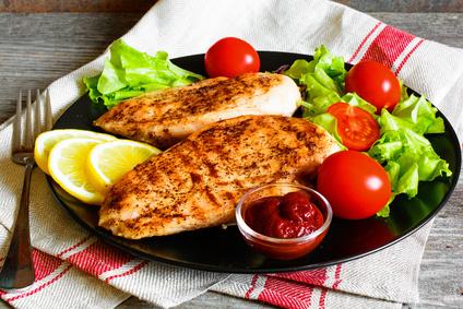 Grilovaná kuřecí prsíčka s čerstvou zeleninou