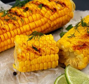 Grilovaná kukuřice na ovocno-zeleninových šťávách