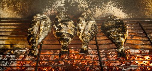 Grilované mořské ryby načerno