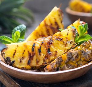 Grilované plátky ananasu