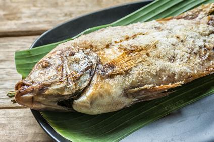 Grilované ryby na banánových listech