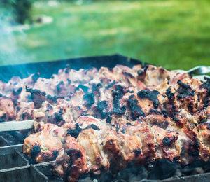 Grilované vepřové maso na kopru