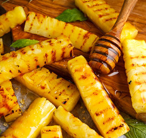 Grilovaný ananas na medu