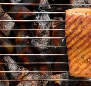 Grilovaný losos na pikantní směsi scitrónem
