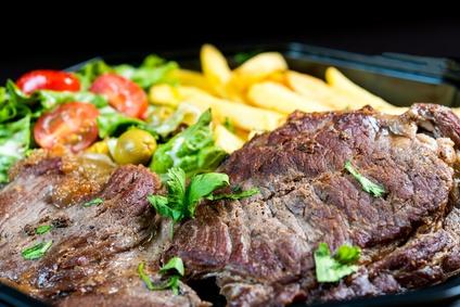 Hovězí steak srajčaty a hranolky
